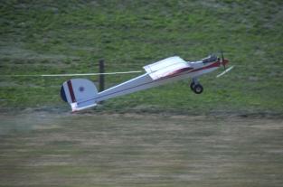 glider-tug-on-takeoff_25709517321_o