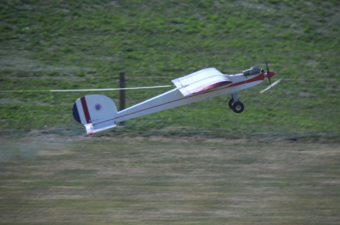glider-tug-on-takeoff_25709517321_o