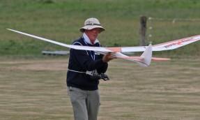 bill-gilbert-inspects-his-bird-of-time-glider-0t8a9319_26243846555_o
