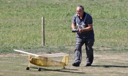 ian-munro-coaxing-his-brown-jnr-engined-plane-to-take-off-0t8a8683_26151386192_o