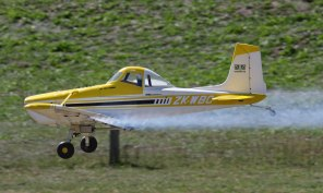 steve-blackmans-cessna-agwagon-dusts-the-strip-0t8a8702_26177553281_o